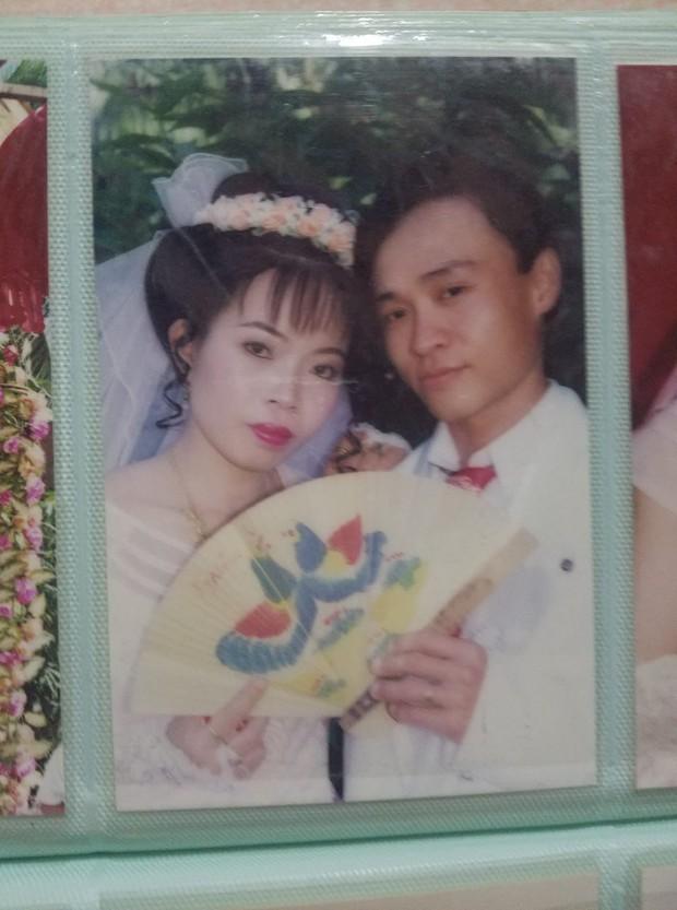 Chùm ảnh: Không cần VSCO Cam hay Photoshop, mẹ chúng mình vẫn xinh đẹp lung linh trong ảnh cưới ngày xưa - Ảnh 10.