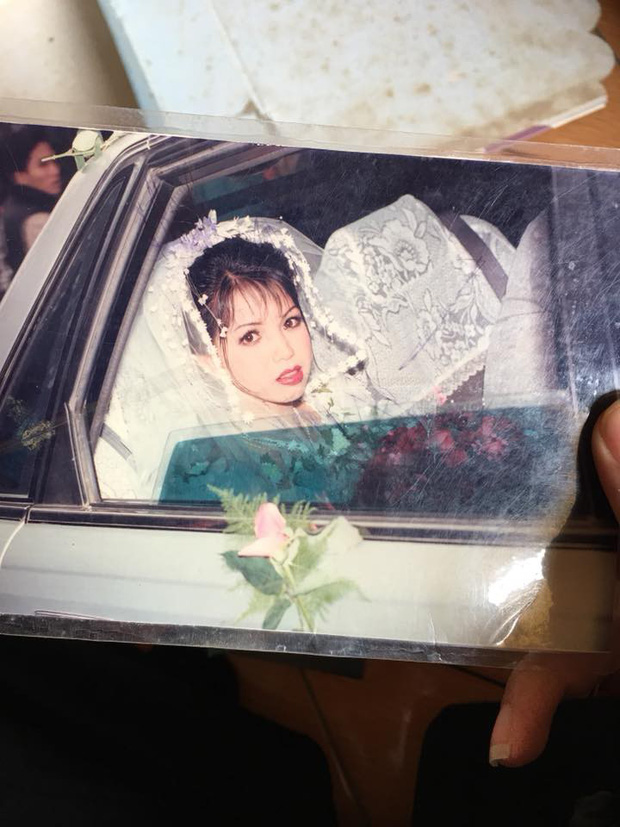 Chùm ảnh: Không cần VSCO Cam hay Photoshop, mẹ chúng mình vẫn xinh đẹp lung linh trong ảnh cưới ngày xưa - Ảnh 11.