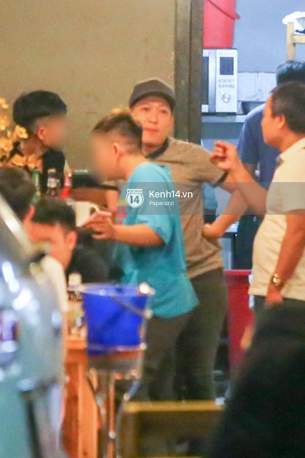 Trong khi Nhã Phương sang Thái chơi Songkran, Trường Giang bị bắt gặp đi uống bia cùng bạn bè giữa đêm - Ảnh 4.