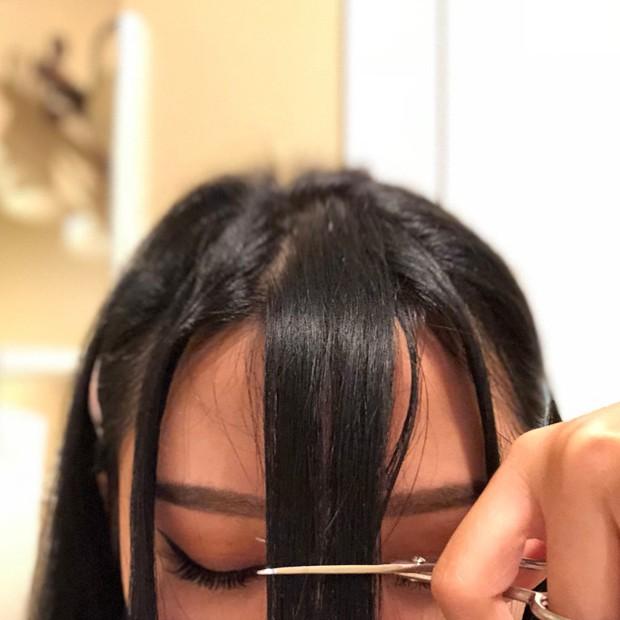 Cô nàng từng gây sốt với da bóng mịn như gương tiếp tục chia sẻ bí kíp tự cắt tóc mái thưa Hàn Quốc tại nhà - Ảnh 4.