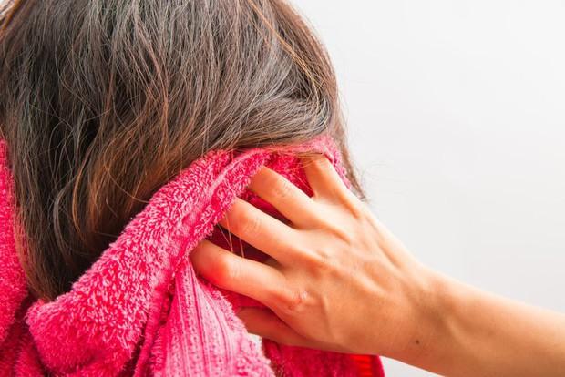 Bạn đang gội đầu đúng cách hay đang giết dần mái tóc của mình? - Ảnh 5.