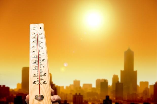 Trời Sài Gòn nắng nóng đỉnh điểm và đây là 5 bệnh mùa hè mà bạn nên đề phòng - Ảnh 1.