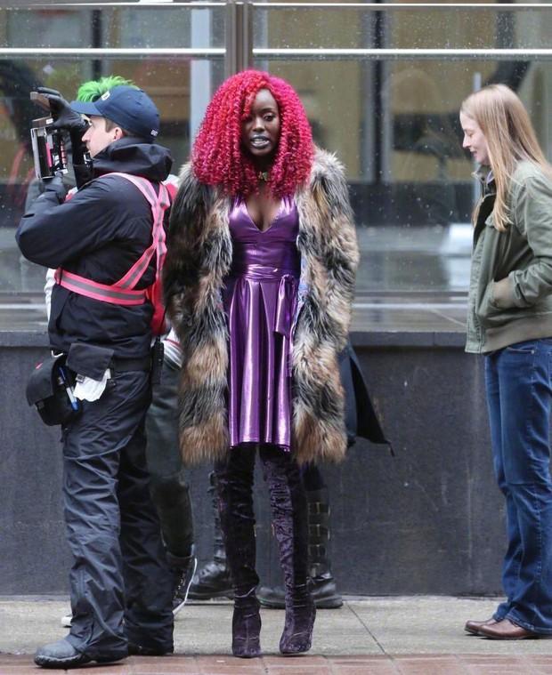 Nữ diễn viên Titans phản pháo những bình luận cay nghiệt nhắm đến nhân vật Starfire - Ảnh 1.