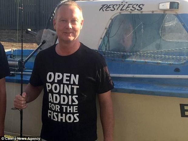 Thấy vùng bụng của cá mập đã chết vẫn chuyển động, người đàn ông nhanh chóng làm điều này và cứu sống gần 100 sinh mạng - Ảnh 4.