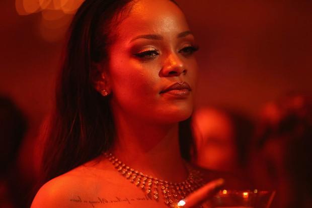 Rihanna làm hacker ngầu lòi trong hội đạo chích toàn mỹ nhân Oceans 8 - Ảnh 11.