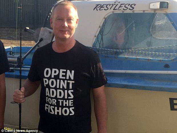 Thấy vùng bụng của cá mập đã chết vẫn chuyển động, người đàn ông nhanh chóng làm điều này và cứu sống gần 100 sinh mạng - Ảnh 5.