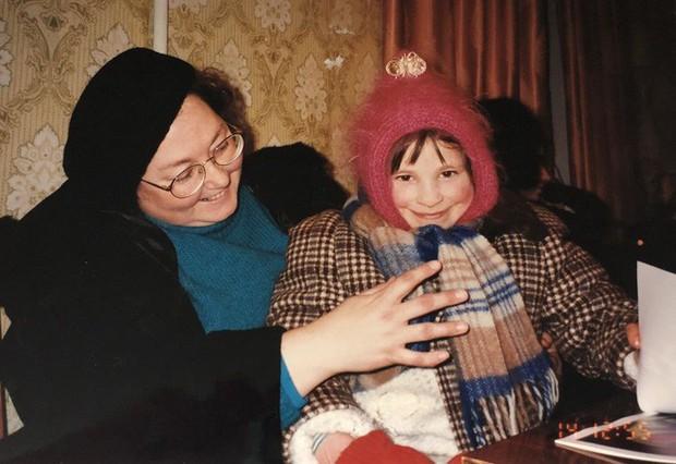 Năm 8 tuổi, cô bé bị cắt đi đôi chân, 15 năm sau điều không ai ngờ đã xảy ra - Ảnh 3.