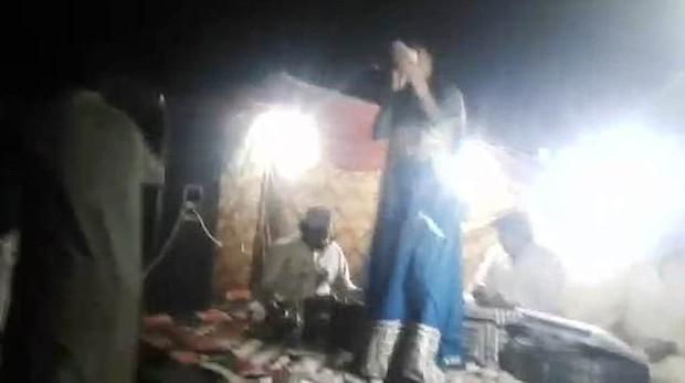 Từ chối nhảy với người hâm mộ vì đang mang bầu, nữ ca sĩ bị bắn chết ngay trên sân khấu - Ảnh 4.