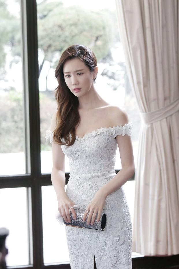 Lee Da Hae đẹp choáng ngợp, nhưng cơ mặt cứng đơ thế này thật đáng quan ngại - Ảnh 2.
