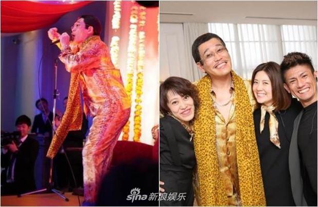 Bà xã Piko Taro (PPAP) ôm bụng bầu 8 tháng mặc váy cưới, táo và dứa trở thành vật trang trí trong hôn lễ - Ảnh 5.