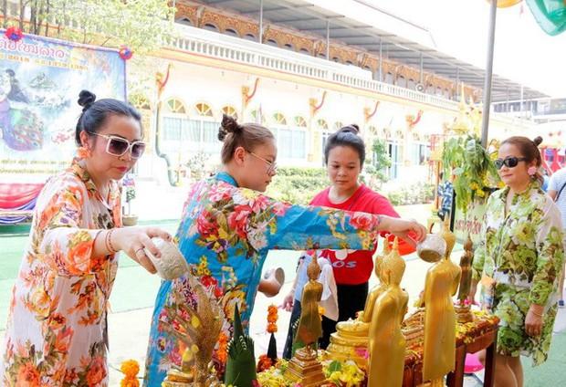 Người dân đất nước Triệu Voi tưng bừng đón Tết cổ truyền dân tộc - Ảnh 2.