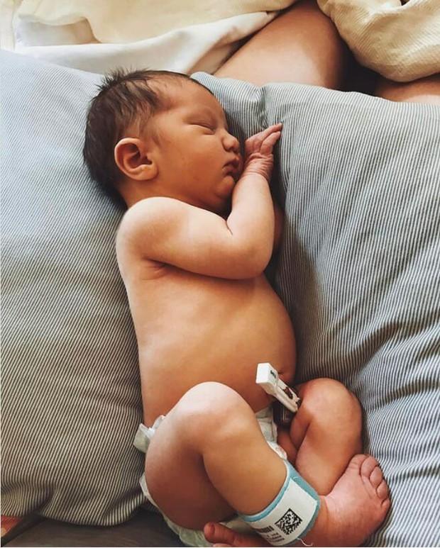 Bà mẹ cao hơn 2m mang bầu và sinh con, bác sĩ thở phào nhẹ nhõm khi nhìn thấy đứa trẻ mới chào đời - Ảnh 6.