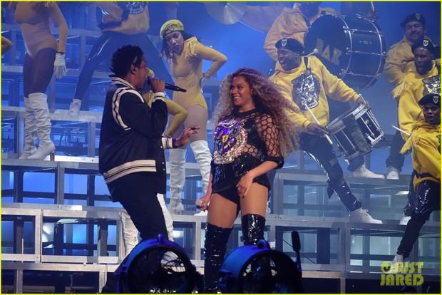 Siêu sân khấu của Beyoncé tại Coachella 2018: Destinys Child tái hợp, Jay-Z bất ngờ đổ bộ - Ảnh 9.
