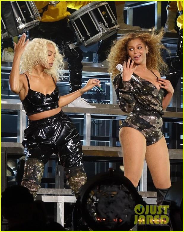 Siêu sân khấu của Beyoncé tại Coachella 2018: Destinys Child tái hợp, Jay-Z bất ngờ đổ bộ - Ảnh 13.