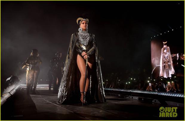 Siêu sân khấu của Beyoncé tại Coachella 2018: Destinys Child tái hợp, Jay-Z bất ngờ đổ bộ - Ảnh 3.
