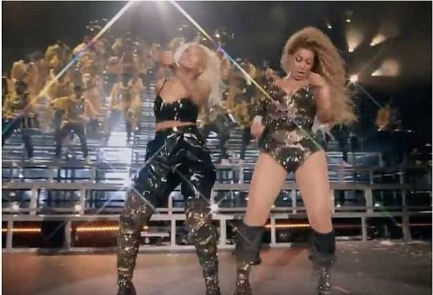 Nhảy hăng tới... tụt cả đồ là có thật: Beyoncé bị bộ trang phục phản chủ tới 2 lần trên sân khấu Coachella 2018 - Ảnh 3.