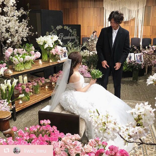 Đám cưới khủng mời toàn sao hạng A: Kim Bum lộ diện sau tin hẹn hò, Park Bo Gum bổ luống bên dàn tài tử - Ảnh 6.