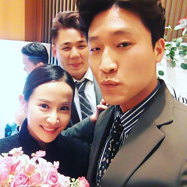 Đám cưới khủng mời toàn sao hạng A: Kim Bum lộ diện sau tin hẹn hò, Park Bo Gum bổ luống bên dàn tài tử - Ảnh 14.