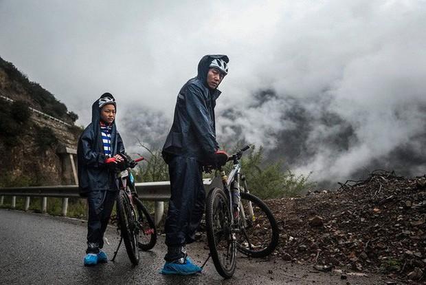 Ông bố của năm, quyết rủ cậu con trai cùng đạp xe hơn 2000km để thử thách lòng kiên trì - Ảnh 13.