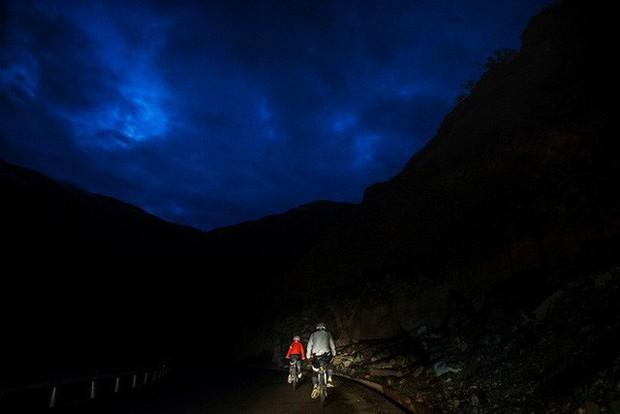 Ông bố của năm, quyết rủ cậu con trai cùng đạp xe hơn 2000km để thử thách lòng kiên trì - Ảnh 14.