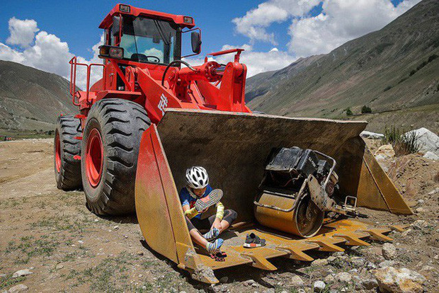 Ông bố của năm, quyết rủ cậu con trai cùng đạp xe hơn 2000km để thử thách lòng kiên trì - Ảnh 15.
