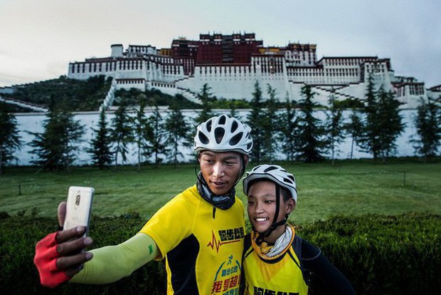 Ông bố của năm, quyết rủ cậu con trai cùng đạp xe hơn 2000km để thử thách lòng kiên trì - Ảnh 4.