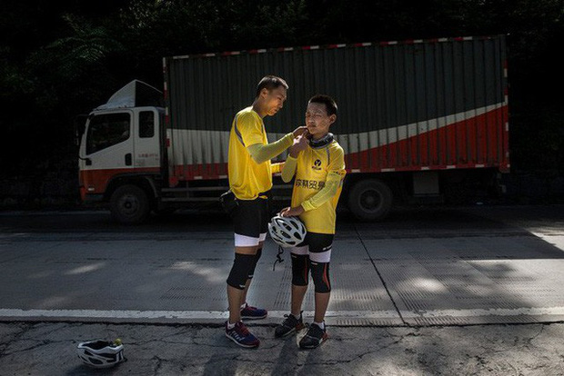 Ông bố của năm, quyết rủ cậu con trai cùng đạp xe hơn 2000km để thử thách lòng kiên trì - Ảnh 5.