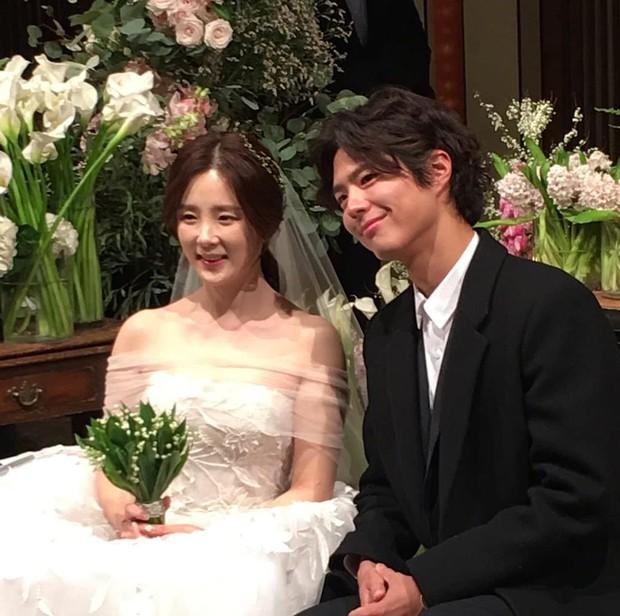 Đám cưới khủng mời toàn sao hạng A: Kim Bum lộ diện sau tin hẹn hò, Park Bo Gum bổ luống bên dàn tài tử - Ảnh 7.