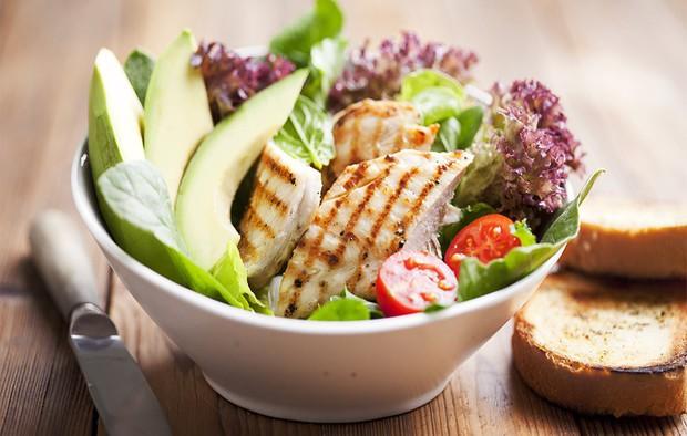 Không muốn bị tăng cân vù vù thì bạn nên thay thế những món khoái khẩu này bằng các thực phẩm lành mạnh hơn - Ảnh 1.