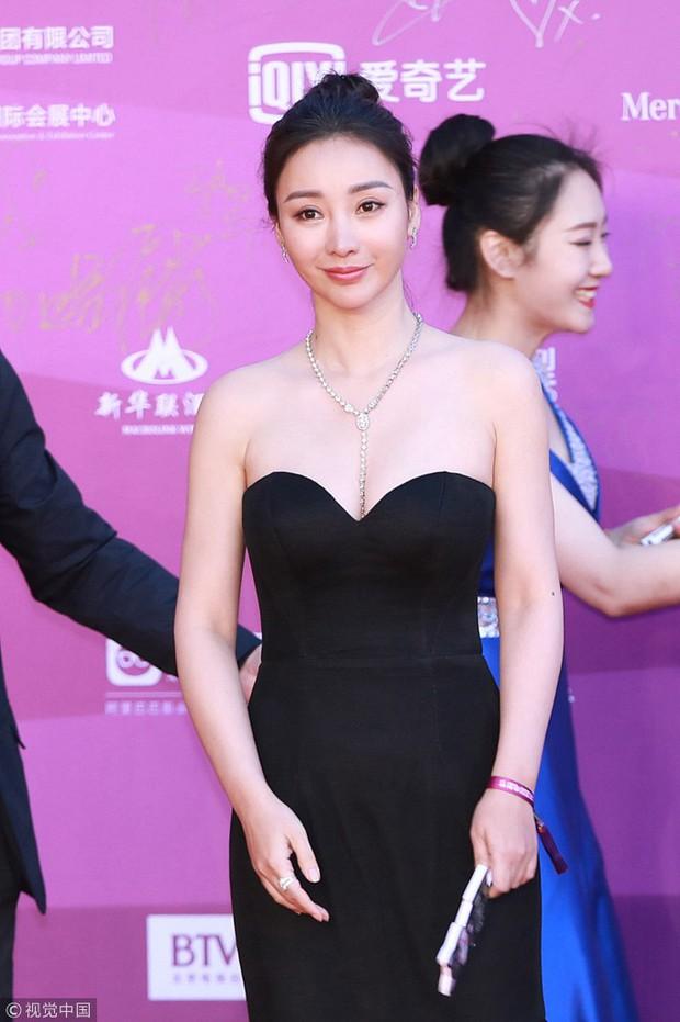 LHP Bắc Kinh: Thư Kỳ chiếm spotlight chỉ với 1 giây lộ vòng 1 khủng, dàn mỹ nhân thi nhau khoe ngực đẫy đà - Ảnh 7.