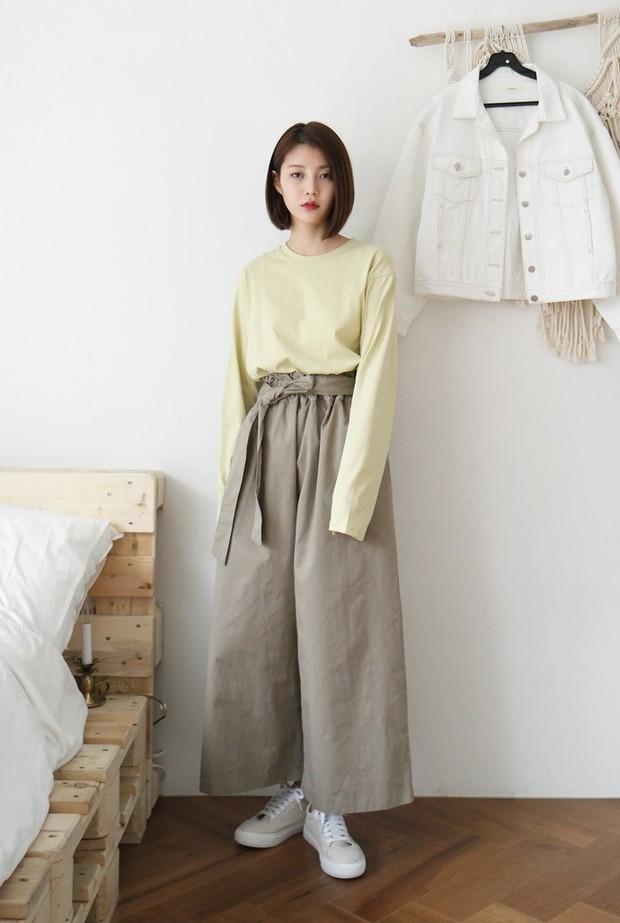 Hè này nếu muốn mua quần culottes, bạn hãy chọn culottes cạp chun bản to đảm bảo sơ vin với áo gì cũng xinh - Ảnh 7.