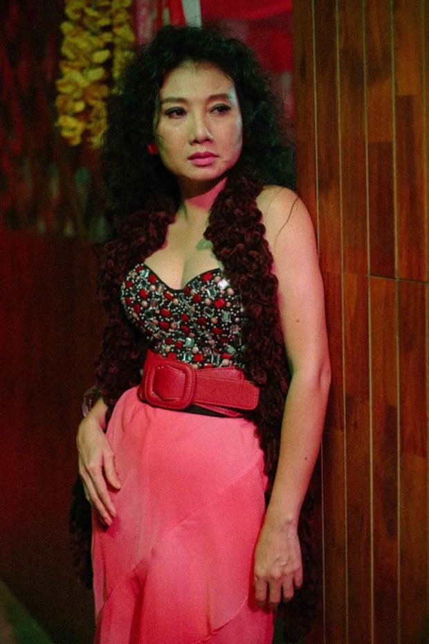NSƯT Mỹ Uyên: Nữ diễn viên đa diện cùng tình yêu bất chấp với sân khấu kịch - Ảnh 4.