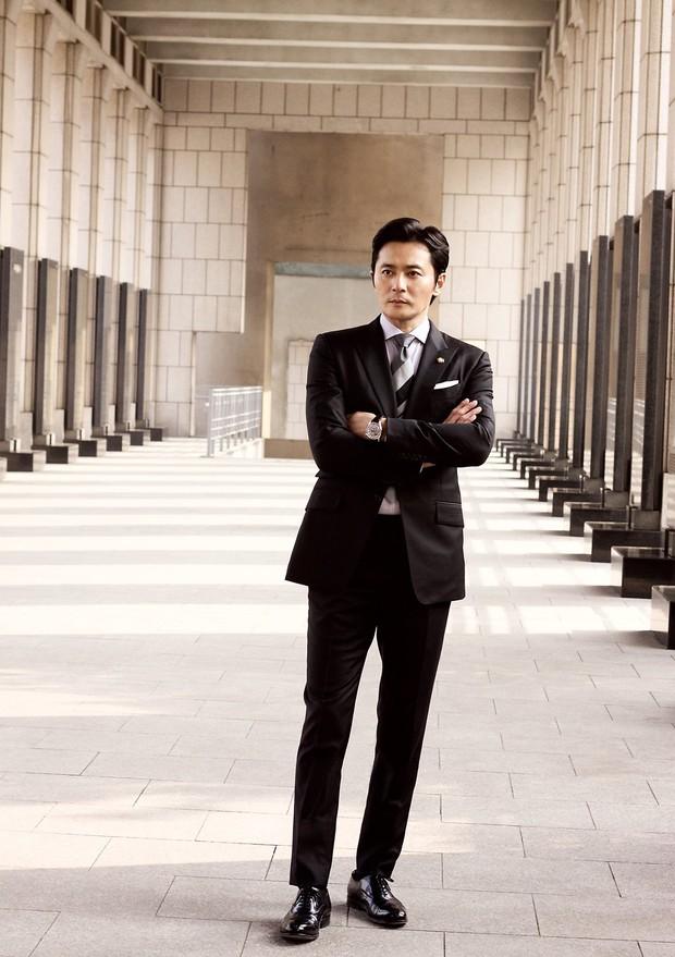 Choáng với ảnh hậu trường của tài tử Jang Dong Gun: Có ai da nhăn nheo nhưng vẫn đẹp cực phẩm như thế này? - Ảnh 11.