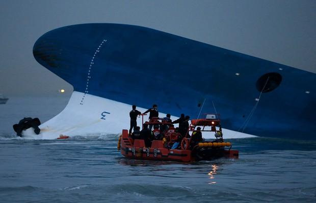 Những hình ảnh trong vụ chìm phà Sewol khiến hơn 300 người thiệt mạng vẫn khiến mọi người ám ảnh - Ảnh 17.