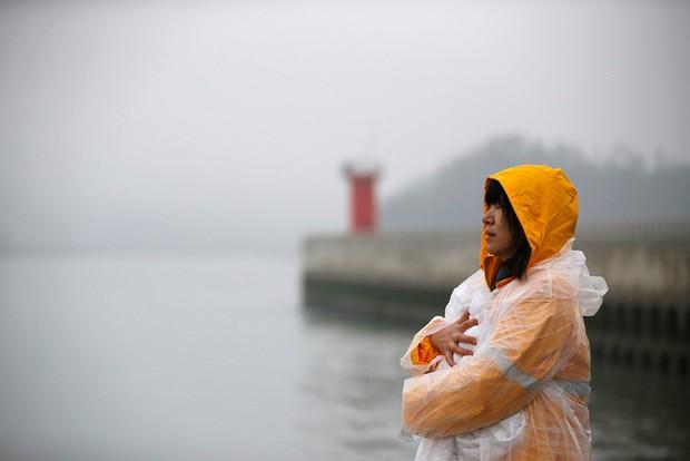 Những hình ảnh trong vụ chìm phà Sewol khiến hơn 300 người thiệt mạng vẫn khiến mọi người ám ảnh - Ảnh 20.
