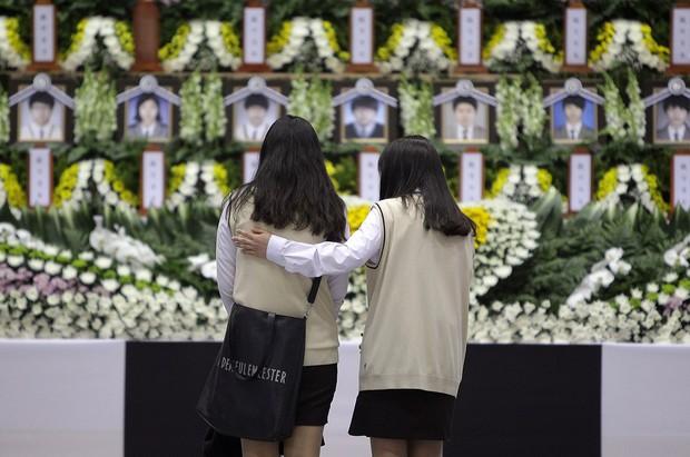 Những hình ảnh trong vụ chìm phà Sewol khiến hơn 300 người thiệt mạng vẫn khiến mọi người ám ảnh - Ảnh 21.