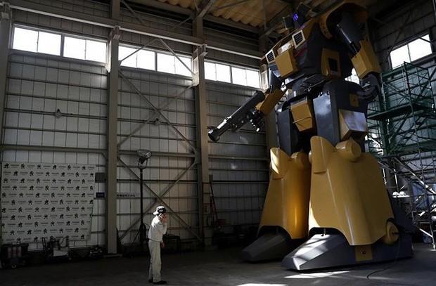 Kỹ sư người Nhật biến giấc mơ robot khổng lồ thành hiện thực - Ảnh 8.