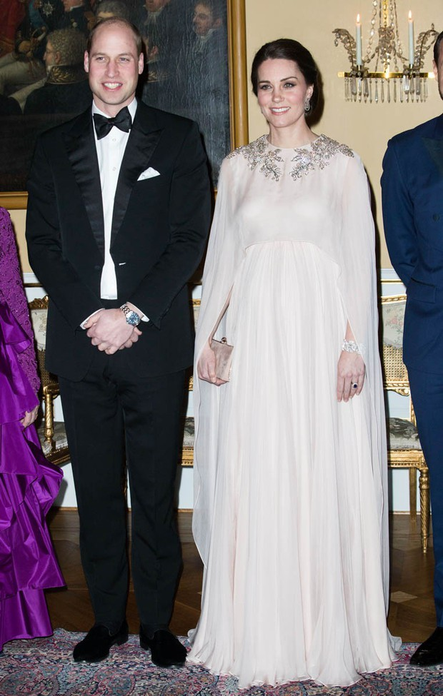 Chênh nhau có 1 tuổi mà khi đụng hàng: Phạm Băng Băng và Kate Middleton lại khác nhau quá đỗi - Ảnh 2.