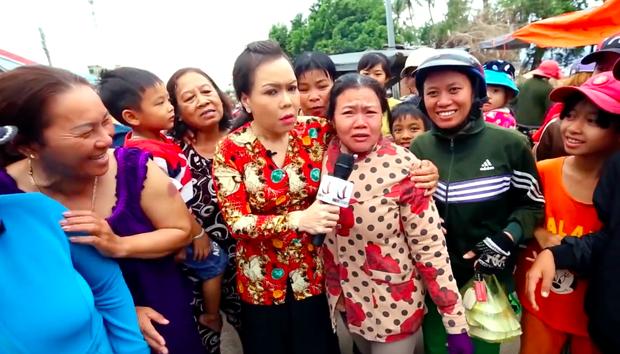 Bà mẹ chồng lầy nhất năm: chụp hình với Việt Hương trước đã rồi lo con dâu đau đẻ sau - Ảnh 2.