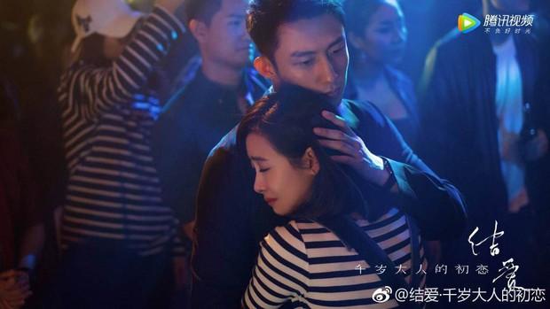 Mặc kệ fan chiến, Hoàng Cảnh Du và Victoria (fx) vẫn yêu nhau chết đi sống lại trong phim mới  - Ảnh 2.