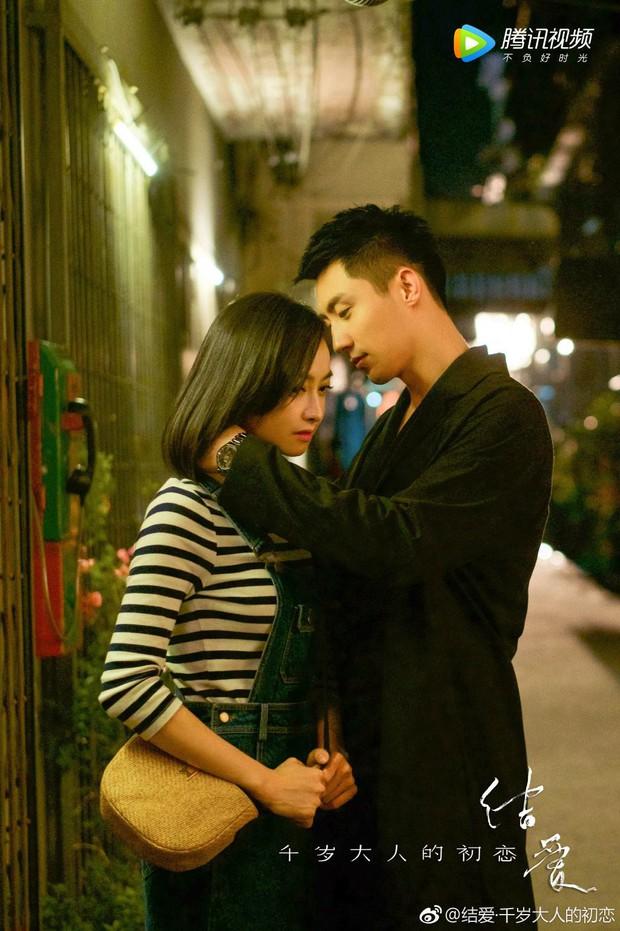 Mặc kệ fan chiến, Hoàng Cảnh Du và Victoria (fx) vẫn yêu nhau chết đi sống lại trong phim mới  - Ảnh 4.