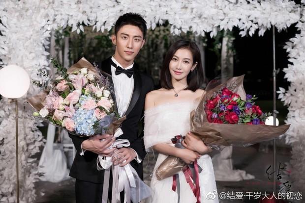 Mặc kệ fan chiến, Hoàng Cảnh Du và Victoria (fx) vẫn yêu nhau chết đi sống lại trong phim mới  - Ảnh 5.
