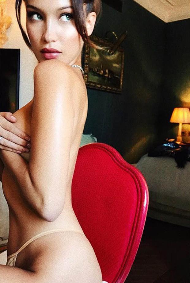 Loạt ảnh bốc lửa nhất từ trước tới nay của Bella Hadid - nữ hoàng hở bạo đình đám mạng xã hội - Ảnh 11.