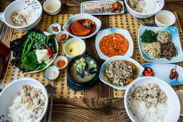 Đoán xem các bạn trẻ Hàn Quốc ăn gì để giải nhiệt cuộc sống giữa ngày hè nóng oi ả? - Ảnh 1.