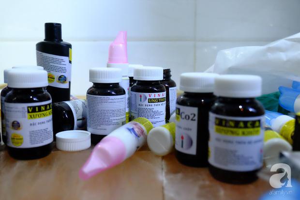 TP.HCM: Thanh tra đột kích, thu giữ sản phẩm chữa ung thư làm từ than tre của công ty Vinaca - Ảnh 4.