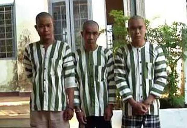 Khởi tố bắt tạm giam 3 thanh niên chém CSGT gần lìa ngón tay khi bị đo nồng độ cồn - Ảnh 1.