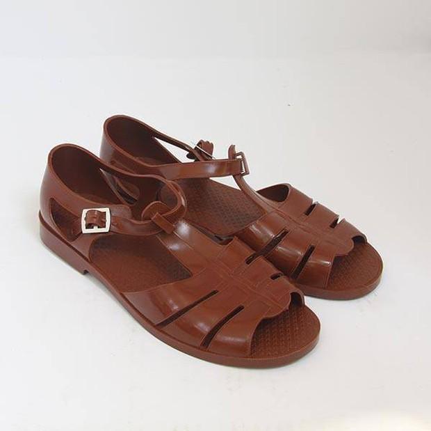 Lầy lội như Công Phượng: không có tiền mua sandal 11 triệu của Gucci thì cứ lấy luôn dép rọ quê hương mà đi - Ảnh 5.