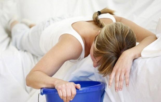 Sơ cứu khi có dấu hiệu ngộ độc thực phẩm tại nhà - những bước cần thiết để tránh biến chứng đáng sợ - Ảnh 3.