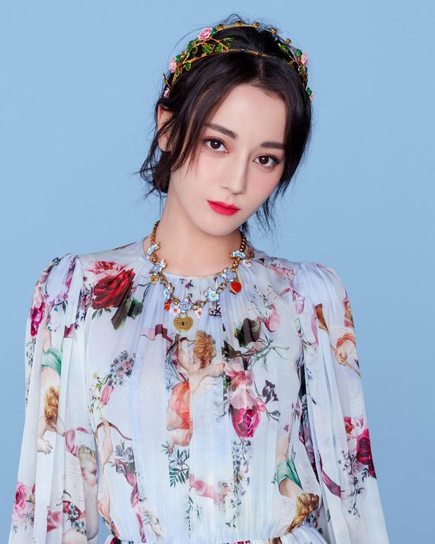 Bộ ảnh hoa tiên tử của Địch Lệ Nhiệt Ba gây bão vì quá đẹp và sang chảnh - Ảnh 2.