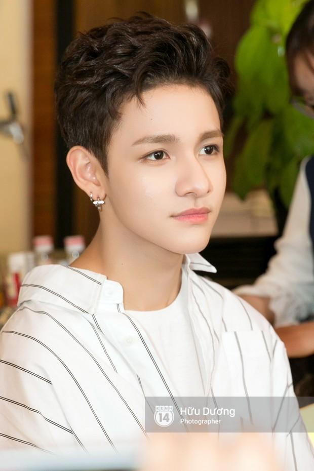 Nóng: Cận cảnh vẻ điển trai khó cưỡng của hoàng tử lai Samuel tại Việt Nam - Ảnh 10.